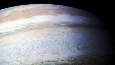 朱诺号第八次飞临木星上空,传回壮丽景象